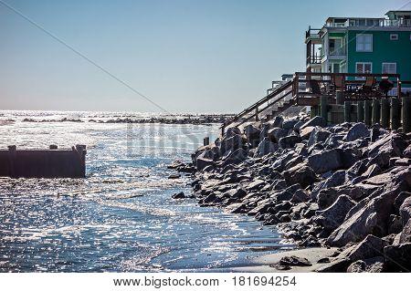 vacation homes on ht e folly island beach