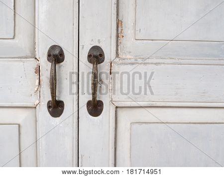 Ancient door handle Stuck on a gray wooden door.