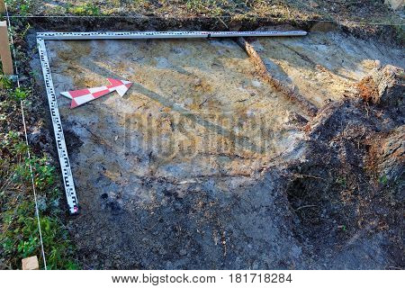 Stage of archaeological works - Marking of the excavation in the taiga