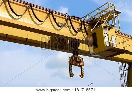 Yellow Gantry Bridge Crane for Heavy Construction
