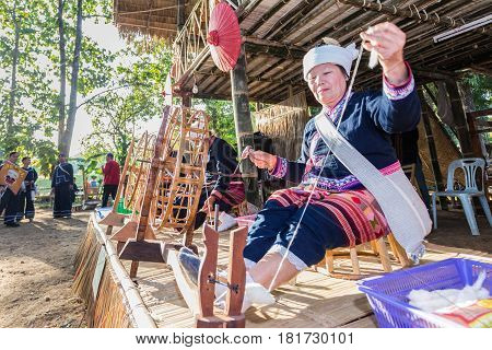 Chiangrai -thailand December 7: Unidentified Tai Lue Show Weaving And Spin Cotton Thread In Amazing