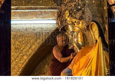 MANDALAY MYANMAR March 20 2017: The ritual of face wash to Mahamuni Buddha on March 20 2017 at Mahamuni temple Mandalay Myanmar