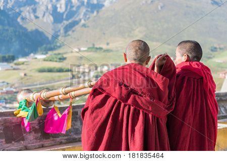 Langmusi, China - Sep 25 2014: Tibetan Monk At Sertri Gompa (dacanglangmu Saichisi). A Famous Lamase