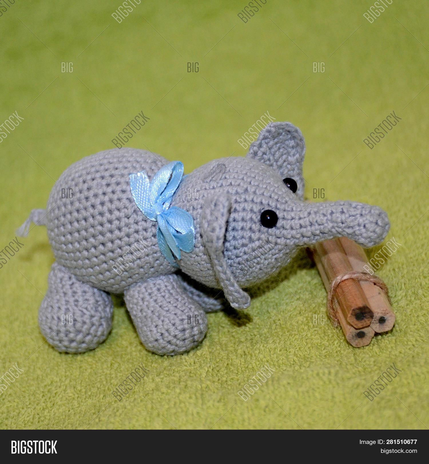 Crochet Amigurumi Elephant   1620x1500