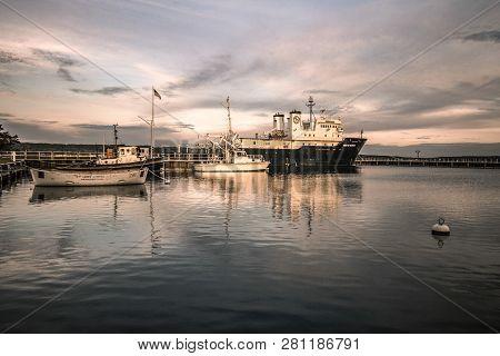 Traverse City, Michigan, Usa - October 2, 2017: Harbor And Research Boats Docked At Northern Michiga