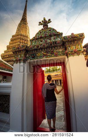 Woman Tourist Enters Wat Pho Bangkok Thailand