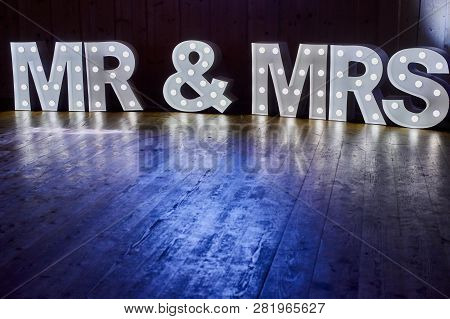 Mr And Mrs / Mr & Mrs Wedding Sign