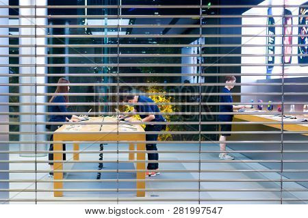 Hong Kong, China - October 4, 2018: Sellers And Employees Restore Order To The Store At The End Of T