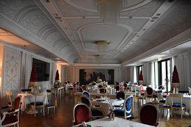 Dubai, Uae - Dec 21: Restaurant At Palazzo Versace Palatial Luxury Hotel In Dubai, Uae, Seen On Dec