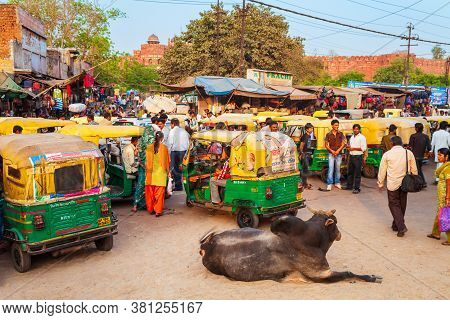 Agra, India - April 10, 2012: A Lot Of Rickshaws On The Street In Agra City, Uttar Pradesh State Of