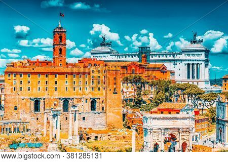 View Of The Roman Forum From The Hill Of Palatino.the Triumphal Arch Of Septimius Severus, Tabulariu