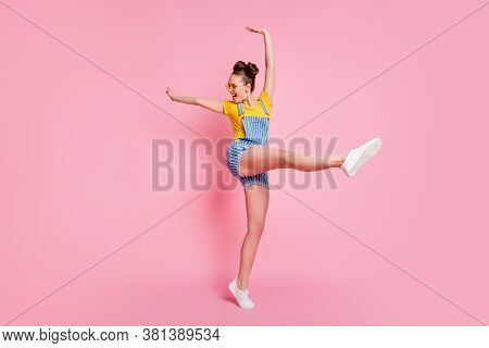 Full Length Body Size View Of Her She Nice Attractive Pretty Carefree Slim Fit Sporty Cheerful Cheer