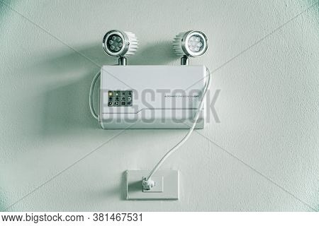 Automatic Emergency Light For Office And Home