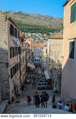 Dubrovnik, Croatia - July 15th 2018: A View Down A Street Into The Square In Dubrovnik's Old Town Fr