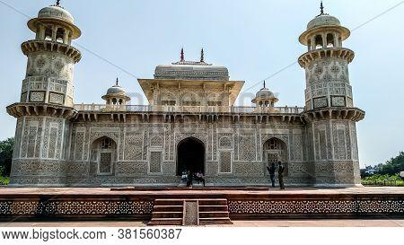 Taj Mahal Tomb Mausoleum, A White Marble Of Mughal Emperor Shah Jahan In Memory Of His Wife Mumtaj.