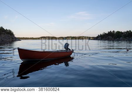 Small Wooden Boat In The Middle Of A Lake, Lonely Wooden Boat In The Water, Isolated Wooden Boat, To