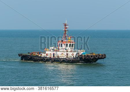 Mormugao, Goa, India - November 23, 2019: Tug Boat Ocean Spirit Works In The Port Of Mormugao In Goa