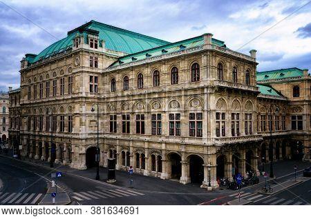 The Wiener Staatsoper, Vienna State Opera House Seef From Albertinaplatz