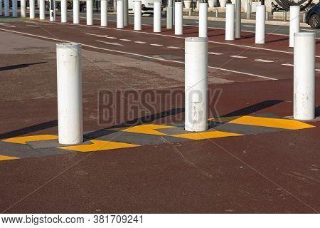 Bollards Traffic Control And Terrorist Prevention Safety