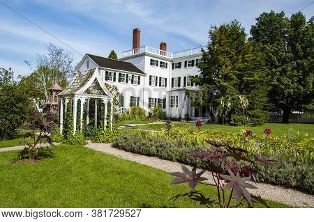 Portsmouth, Nh - July 30, 2008: The Historic Strawbery Banke Museum, Ofl Colonial Installation In Ne