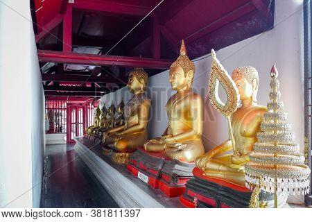 Phitsanulok, Thailand - July 04 2020: Row Of Gold Buddha Statue At At Phra Si Rattana Mahathat Templ