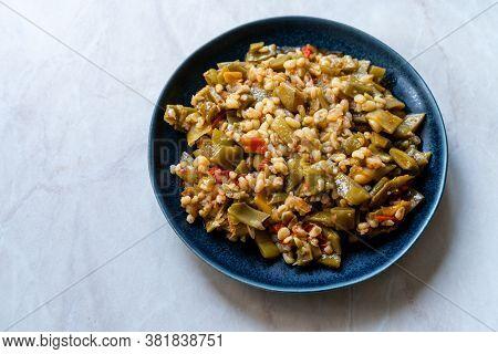 Turkish Olive Oil Food Green Peas / Fasulye Diblesi Or Ayse Kadin Dible With Bulgur / Bulghur Rice S