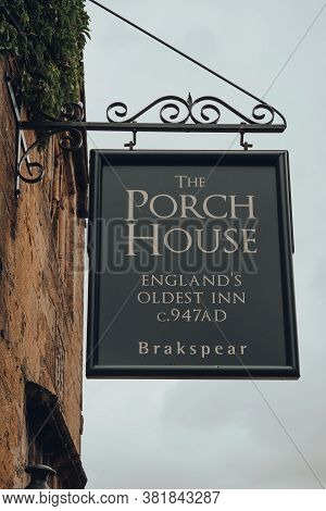 Stow-on-the-wold, Uk - July 10, 2020: Low Angle View Of A Sign Outside The Porch House, The Oldest I