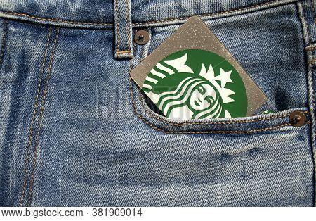 Dubai / Uae - June 7, 2020: Starbucks Gift Card In A Blue Jeans Front Pocket. Logo Of Starbucks - Am
