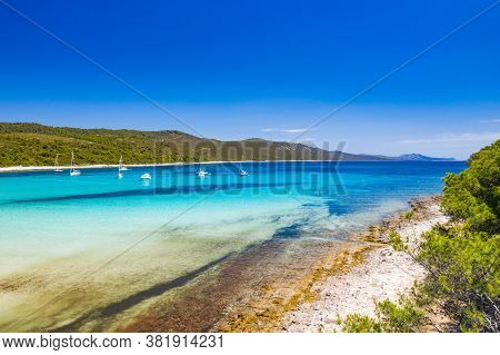 Amazing Coastline In Croatia. Turquoise Lagoon On Sakarun Beach On Dugi Otok Island, Yachts And Sail
