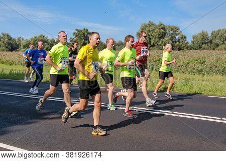 Urk, The Netherlands- September 08, 2012: Runners Of Foot Race Fish Potato Run Between Urk And Emmel
