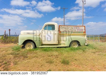 Clinton Usa - September 10 2015; Vintage White Dog Cafe Truck With Sign Parked Along Route 66 To Att
