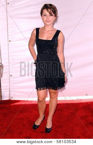 Olesya Rulin at the 2007 World Magic Awards to benefit Feed The Children. Barker Hangar, Santa Monica, CA. 10-13-07