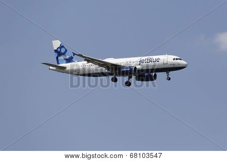 JetBlue Airbus A320 in New York sky before landing at JFK Airport