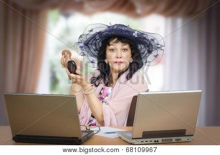 Dating Agent Preening