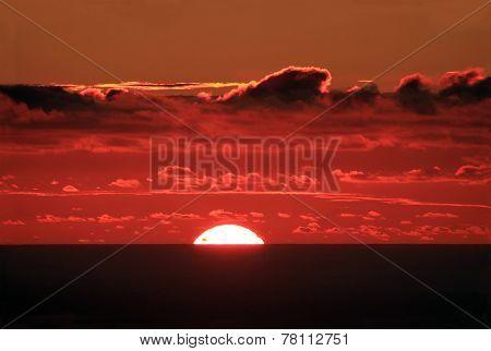 Sun disappears behind the ocean