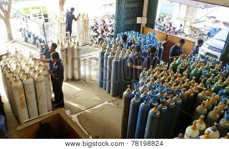 Gas bottles store