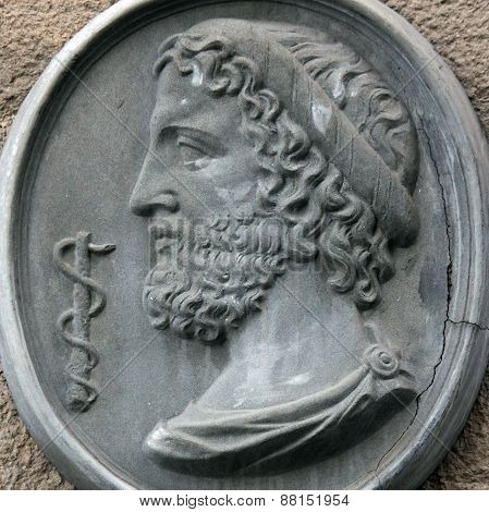 Asclepius (Greek ????????? Lat. Aesculapius) - god of treatment the son of Apollo and Koronidy. Art therapy Aesculapius centaur Chiron learned from he also learned to resurrect the dead. Zeus killed Asclepius because he raised a dead person and fails to g