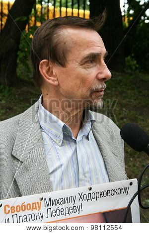 Human Rights Activist Lev Ponomarev to protest in support of Khodorkovsky