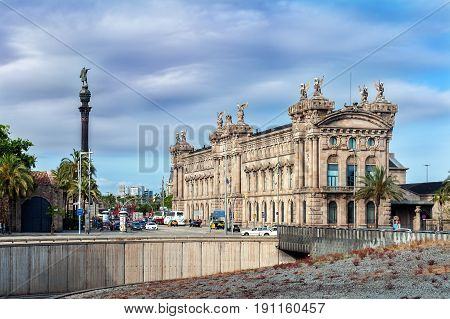 BARCELONA, SPAIN - MAY 2017: Aduana de Barcelona, old customs building (designed by Sagnier i Villavecchia) built in neoclassical style and sculpture of Cristopher Colambus near it.