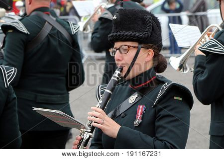 Beaulieu, Hampshire, Uk - May 29 2017: Female Clarinet Player With The Winchester Rifles Military Ba