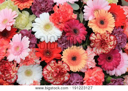 Mixed flower arrangement: various gerbers in different colors for a wedding
