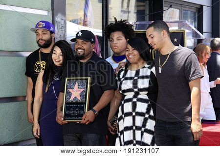 LOS ANGELES - JUN 12:  Kimberly Woodruff, O'Shea Jackson aka Ice Cube, their children at the Ice Cube Star Ceremony on the Hollywood Walk of Fame on June 12, 2017 in Los Angeles, CA