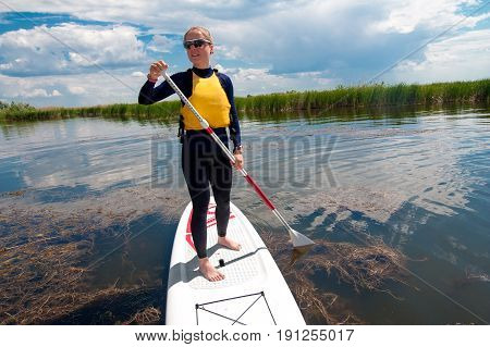 Sup Stand Up Girl With A Paddle 03
