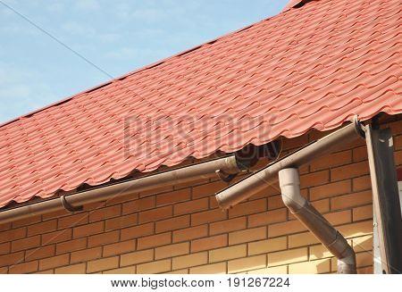 Repairing Damaged Gutters. Gutter Repair. Roof Guttering.