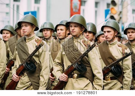 Gomel, Belarus - May 9, 2017: Group Of Re-enactos Dressed As Russian Soviet Soldiers Of World War Taking Part In Parade During Celebration Of Victory Day 9 May