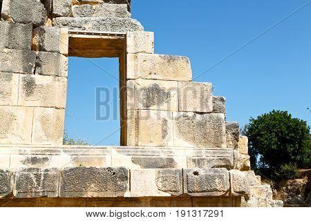 Necropolis  Window   Old Roman