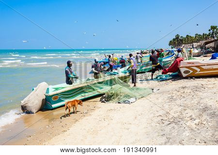 Fishermans At Talaimannar Beach