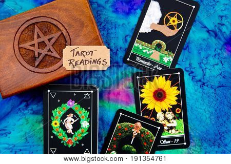 Tarot Deck - Tarot Readings With Wooden Box With Pentagram Design