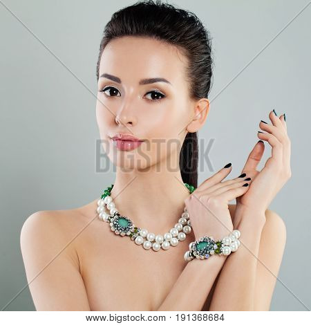 Glamorous Beauty. Cute Woman with Evening Makeup and Jewelry Necklace