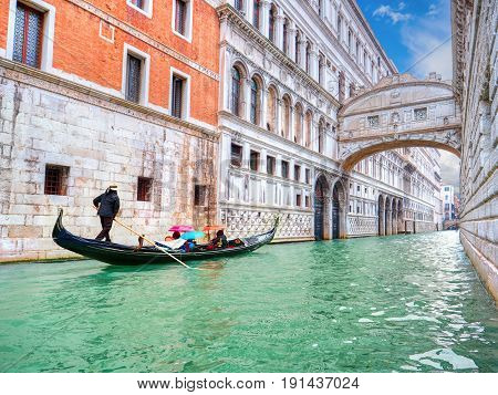 Traditional Gondola and the famous Bridge of Sighs in Venice, Italy